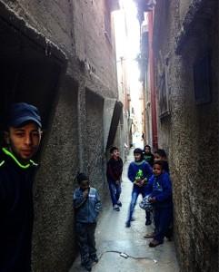 balata camp. mohamed och barn som spelar kula